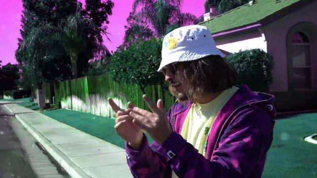 Le sweatshirt camouflage violet Bape de Lorenzo dans son clip Bizness