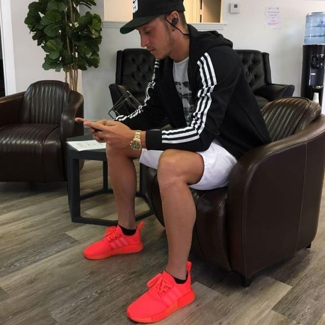 Sneakers Adidas Nmd R1 Solar Red 2017 Worn By Mesut Ozil On His