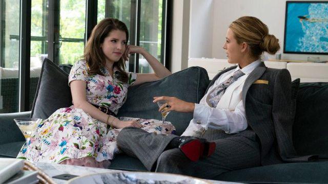 La robe à fleurs Samantha Sung portée par Stephanie Smothers (Anna Kendrick) dans L'Ombre d'Emily