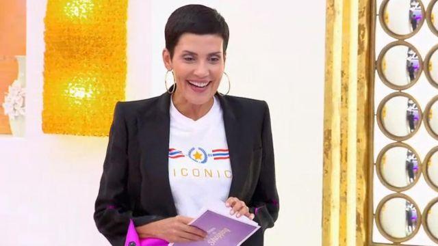 Le T shirt à slogan Iconic blanc de Cristina Córdula dans Les reines du shopping du 30/11/2018