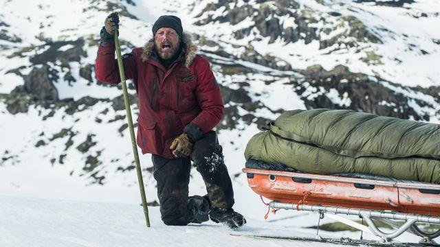 Ayers Rouge Parka Manteau porté par Overgård (Mads Mikkelsen) comme on le voit dans l'Arctique film