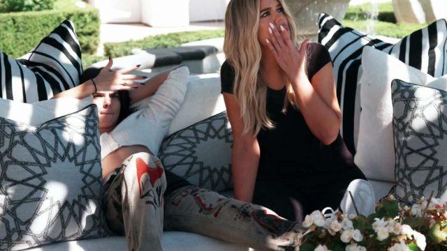 Venez Tees Conquérant Jeans portés par elle-Même (Kendall Jenner) en accord avec les Kardashians S15E15