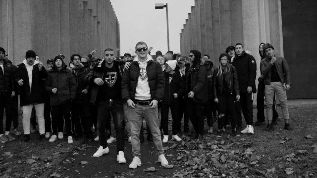 Les sneakers blanches Nike de Sofiane dans le clip Iencli de 93 Empire (Vald x Sofiane)