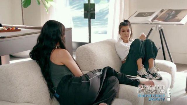 Les sneakers Yeezy Boost 700 Wave Runner de Kourtney Kardashian dans L'incroyable Famille Kardashian S15E16