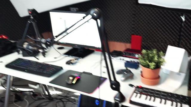 La clavier d'ordinateur Razer dans la vidéo MON SETUP 2016 de Squeezie