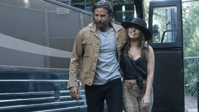 Cotton Jacket of Jack (Bradley Cooper) in A Star Is Born