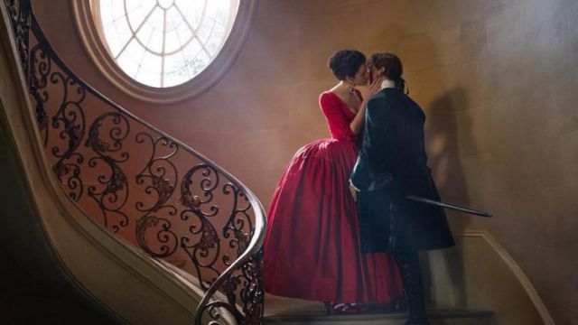 The Replica Of The Red Dress Claire Fraser Caitriona Balfe In Outlander S02e02 Spotern