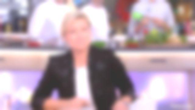 La veste noire de Anne-Élisabeth Lemoine dans C à vous du 26/12/2018