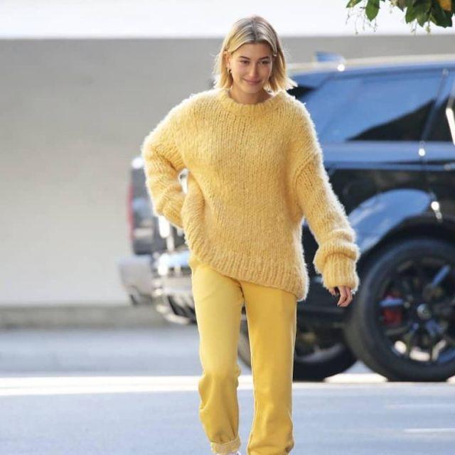 Cotton Citizen Aspen Sweatpants in yellow worn by Hailey Rhode Bieber in Los Angeles - 20 December 2018