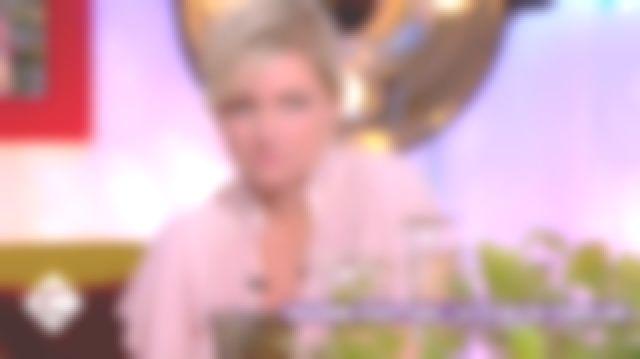 La blouse à imprimé géométrique Vanessa Bruno de Anne-Élisabeth Lemoine dans C à vous le 01.01.2019