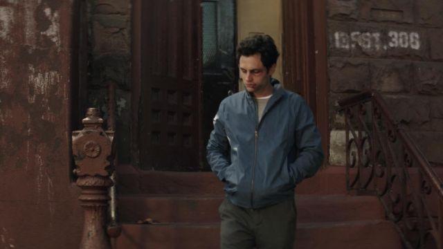 The jacket in blue Joe Goldberg (Penn Badgley) in YOU S01E06