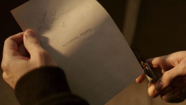 The lighter Zippo lighter used by Joe Goldberg (Penn Badgley) in YOU S01E09