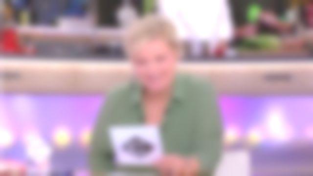 La chemise fluide kaki de Anne-Élisabeth Lemoine dans C à vous le 08.01.2019
