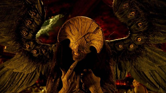 The replica of the Angel of Death (Doug Jones) Hellboy II : The Legions of gold-cursed
