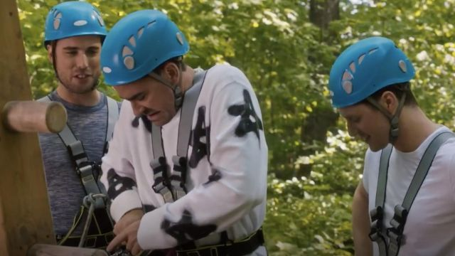 Acne Studios Stars White Sweatshirt worn by David Rose (Dan Levy) in Schitt's Creek S05E01