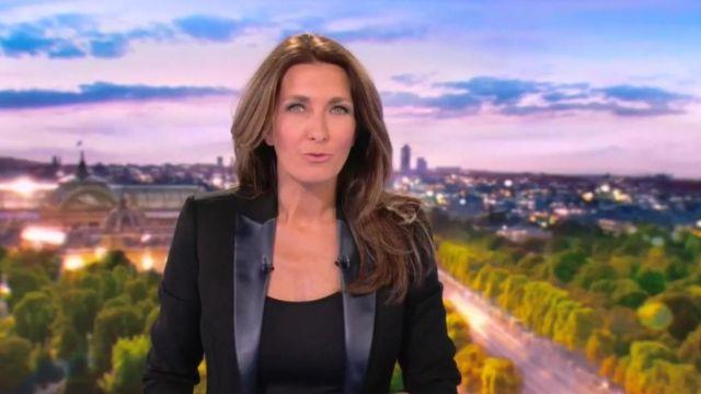 La veste noire portée par Anne-Claire Coudray au journal de 13H de TF1