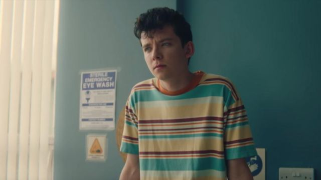 The striped t-shirt Otis (Asa Butterfield) in Sex Education S01E03