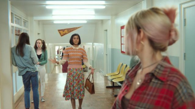 The flowery skirt of Miss Sands (Rakhee Thakrar) in Sex Education S01E03