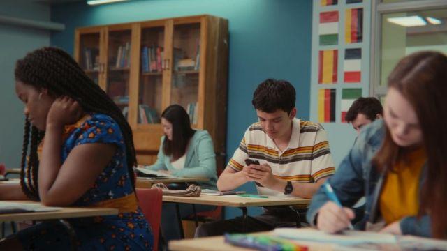 The striped polo Otis (Asa Butterfield) in Sex Education S01E04