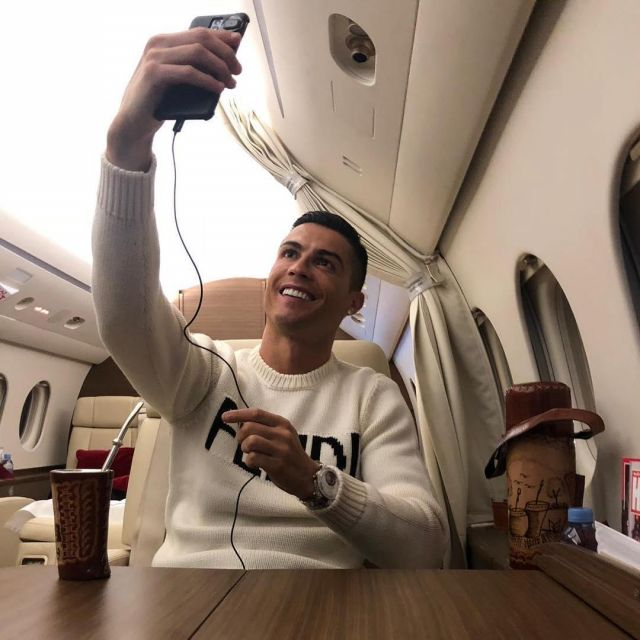 best website 41bec 68b21 The sweater with Logo Fendi Cristiano Ronaldo on his account ...