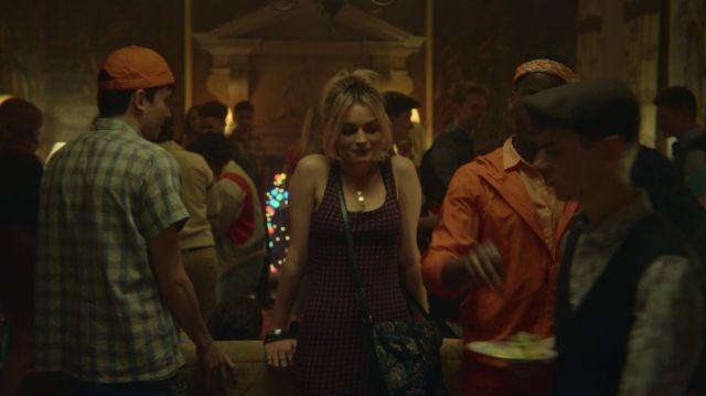 The plaid dress Maeve (Emma Mackey) in Sex Education S01E02