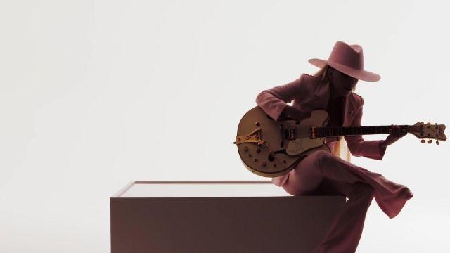 Le chapeau rose de Lady Gaga dans son clip Million Reasons