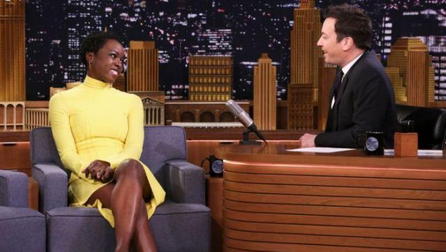 Ellery Turner Cou de Tortue Corset Robe de Cou en Jaune porté par Danai Gurira sur Le Tonight Show Starring Jimmy Fallon