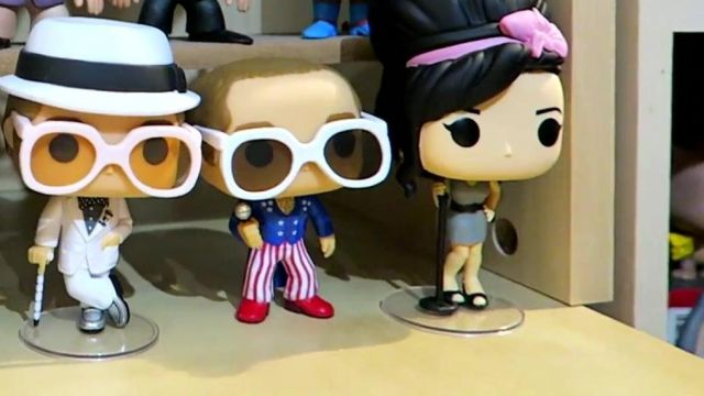 The Figurine Funko Pop Elton John Modzii In His Video The Biggest Collection Of Figurines Pop Of France Spotern