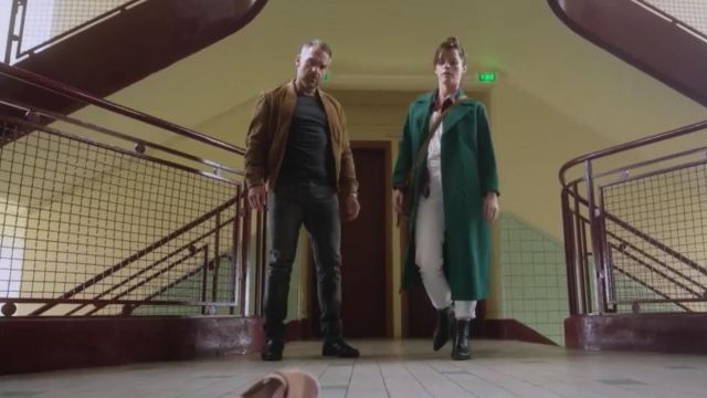Le trench coat vert porté par Adèle (Juliette Roudet) dans Profilagesaison 9