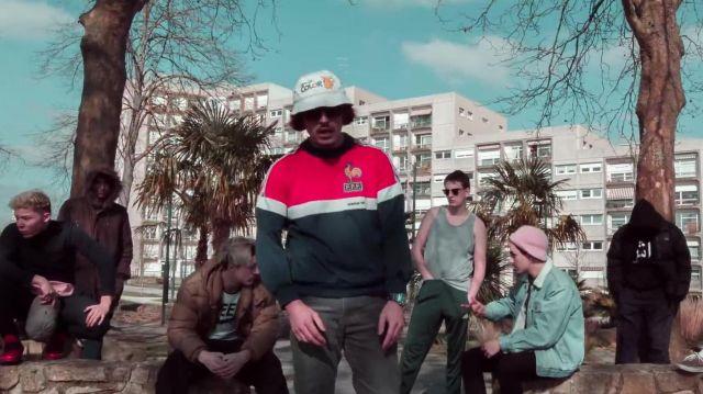 Le bob Gameboy color porté par Lorenzo dans son clip Freestyle Du Sale