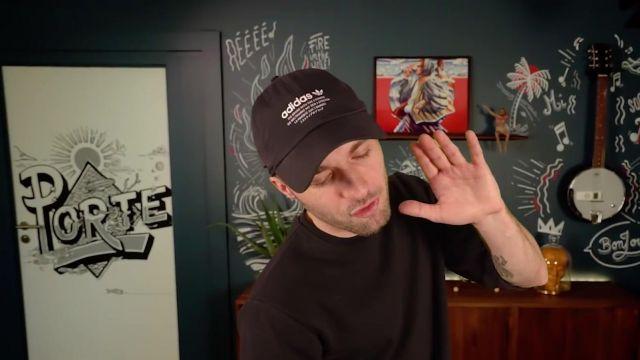 La casquette noire Adidas de Squeezie dans sa vidéo YouTube LA TÉLÉ VA-T-ELLE DISPARAÎTRE ? (Y'a quoi #1)