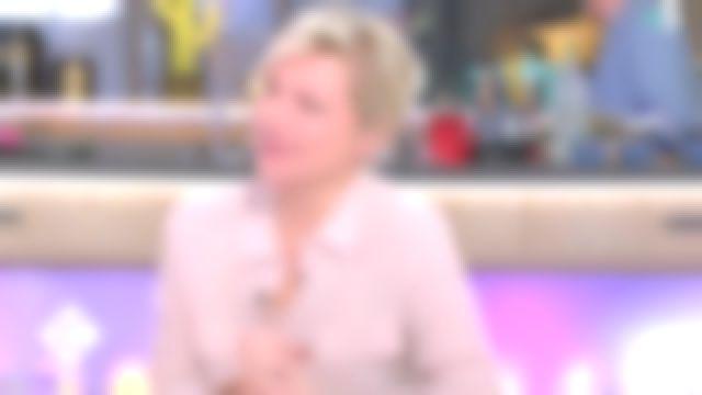 La chemise rose avec poches poitrine de Anne-Élisabeth Lemoine dans C à vous le 15.02.2019