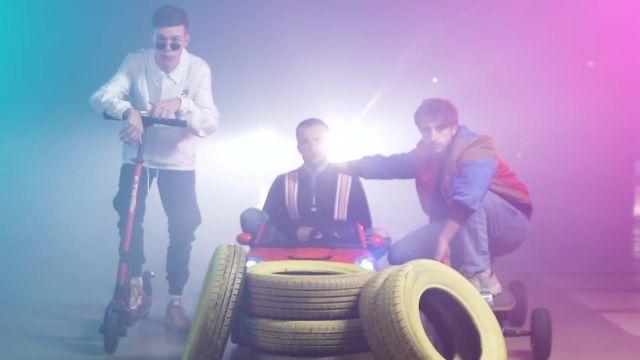 Le pull bleu à rayures de Squeezie dans la vidéo Freestyle de potes