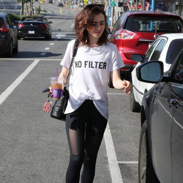 Pas de Filtre T-Shirt porté par Lily Collins sur Instagram