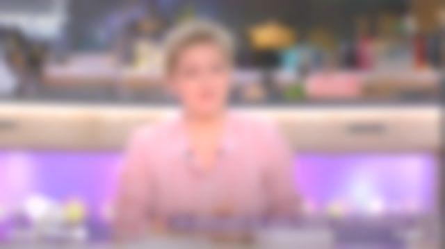 La chemise rayée Vanessa Bruno de Anne-Élisabeth Lemoine dans C à vous le 01.03.2019