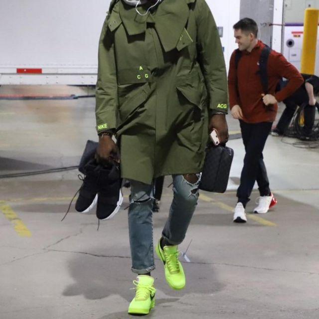 Baskets Le 10 : Nike Air Force 1 Low Blanc cassé porté par