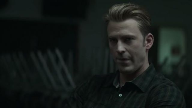 The plaid shirt worn by Steve Rogers / Captain America (Chris Evans) in the Avengers : Endgame