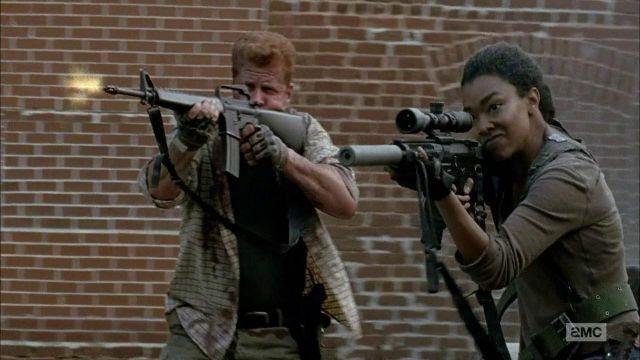 The vest brown Sasha (Sonequa Martin-Green) in The Walking Dead S06E06