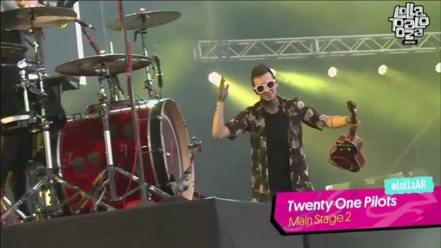 Floral Kimono worn by Tyler Joseph for We Don't Believe What's On TV (Lollapalooza Argentina 2016) of Twenty One Pilots