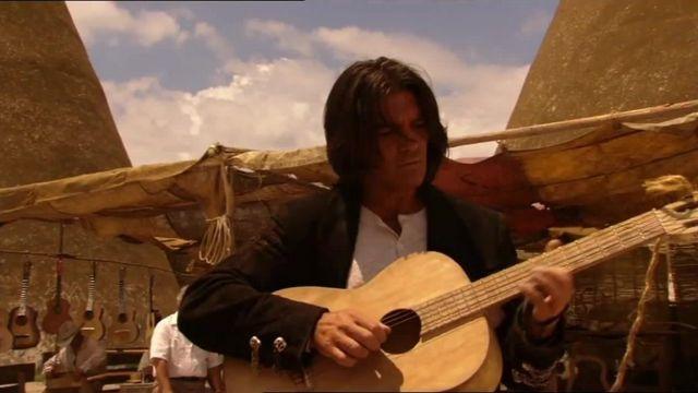 The Guitar In The Wood Of El Mariachi Antonio Banderas In Desperado Spotern