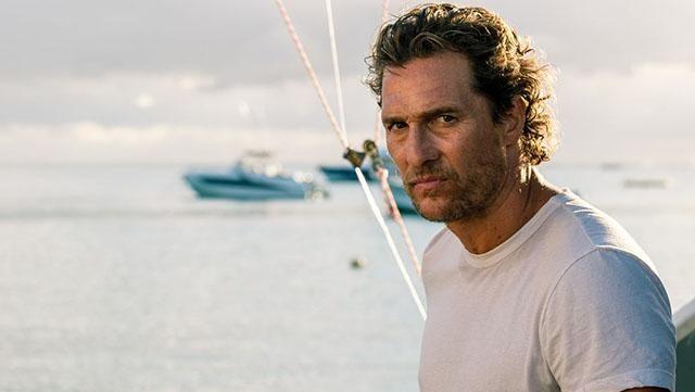 Le tee shirt blanc de de Baker Dill (Matthew McConaughey) dans Serenity