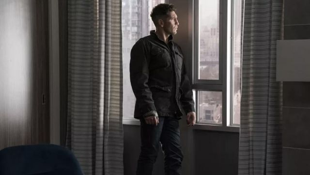 The outdoor jacket from Frank Castle (Jon Bernthal) in Marvel's The Punisher S02E04