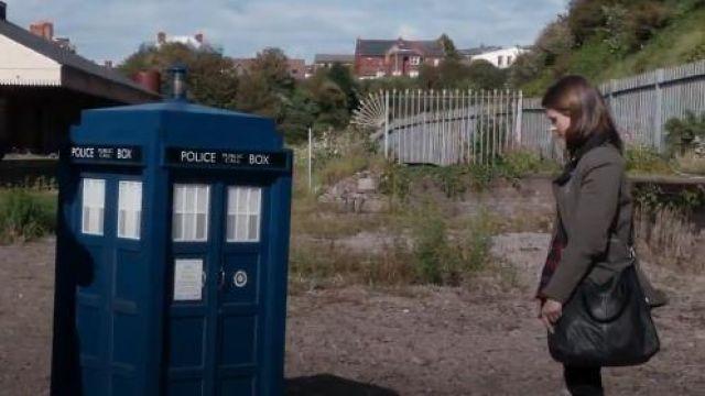 Topshop en Cuir Alba Sac porté par Clara (Jenna Coleman) dans Doctor Who (S08E09)