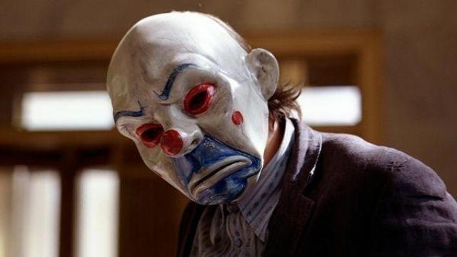 The mask of a clown Bozo / the Joker (Heath Ledger) in The Dark Knight : The black Knight