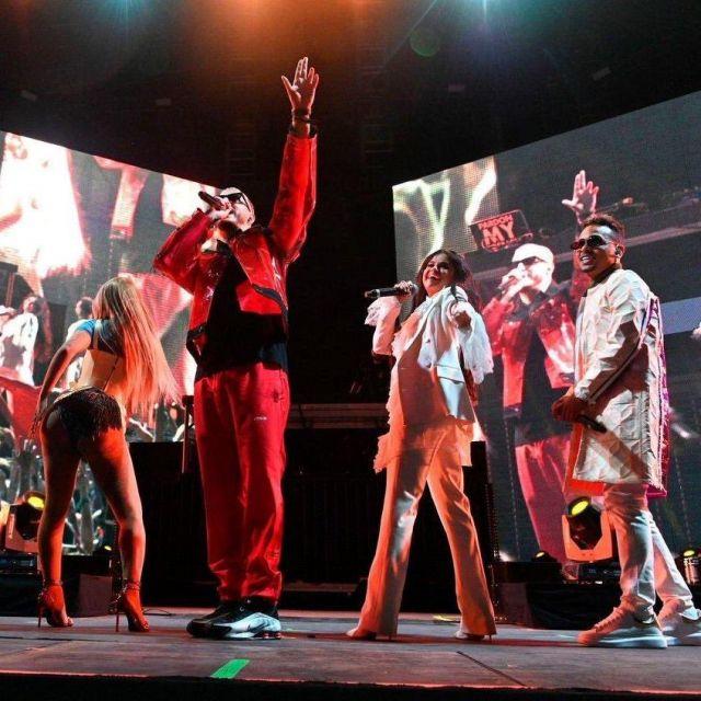 Sergio Rossi a Souligné Toe en Cuir Mules porté par Selena Gomez pour Coachella Festival 2019 Performance Live
