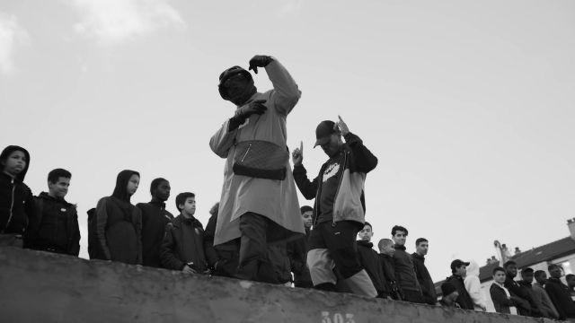 Le survêtement à damier rose et noir Arte Antwerp de Niska dans le clip Vréalité de Kekra