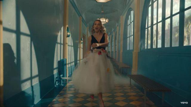 Monique Lhuillier Tulle robe à fleurs porté par Taylor Swift comme on le voit dans son MOI! la musique de la vidéo de l'exploit. Brendon Urie de Panique! À La Discothèque