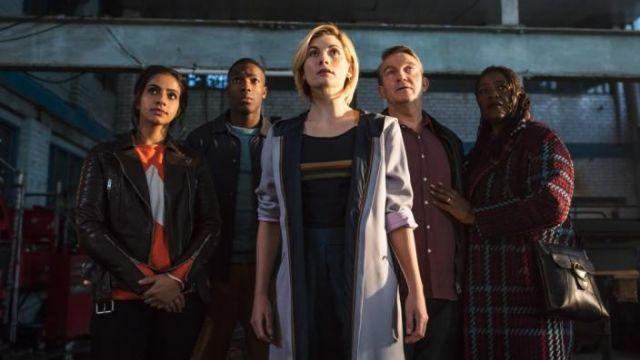 Réplique Voyageur Manteau porté par Le Médecin (Jodie Whittaker) comme vu dans Doctor Who S11E01