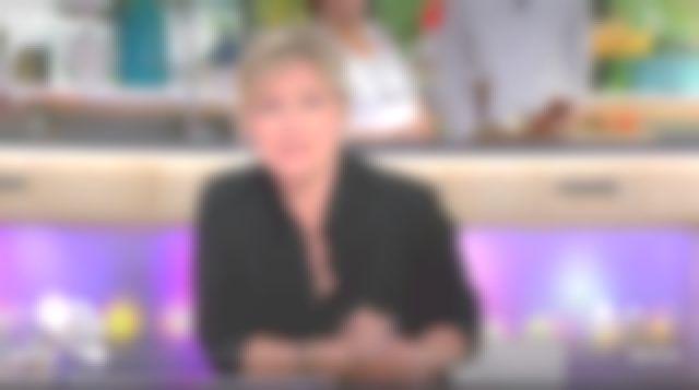 La chemise noire de Anne-Élisabeth Lemoine dans C à vous le 02.05.2019