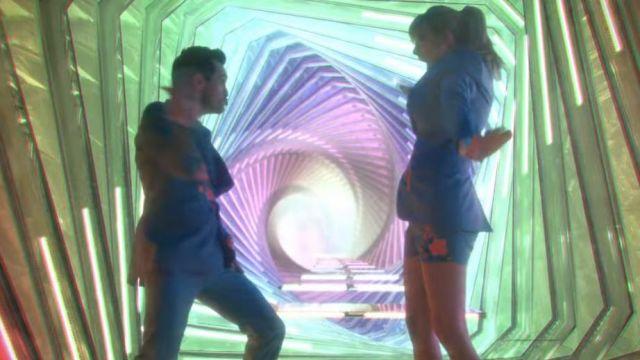 Le pantalon bleue brodée fleur de Brendon Urie dans le clip ME! de Taylor Swift feat. Brendon Urie of Panic! At The Disco